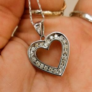 14kt natural diamond white gold heart necklace